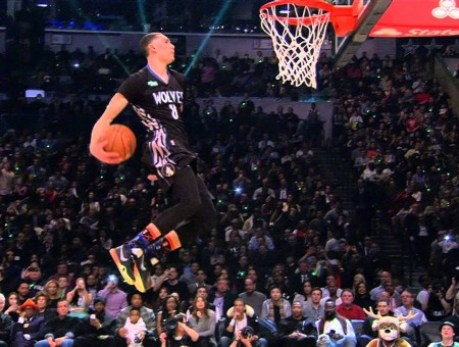 Video-Zach-LaVine-Juara-Kontes-Slam-Dunk-NBA-2015-Hebohkan-Dunia-Maya-450x340