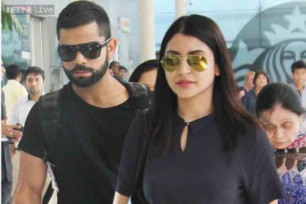Anushka Sharma & Virat Kohli Spotted Having Dinner