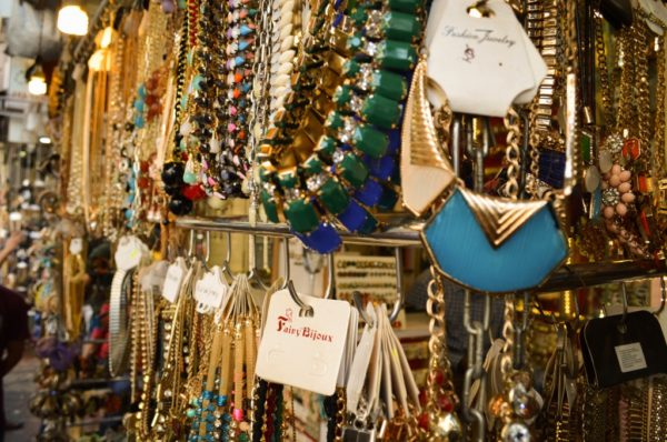 Stunning Street Shopping Places In Mumbai