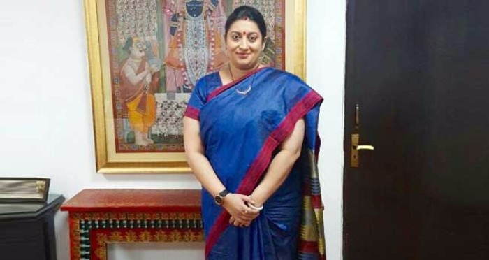 Smriti Irani's #IWearHandloom is Winning Hearts on Twitter
