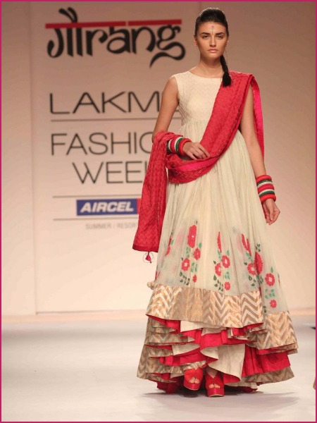 Most Stylish Designer Lehenga's For Your Mehendi