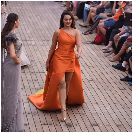 Sonakshi Sinha Walks The Ramp For Monisha Jaising at LFW Summer/Resort 2017