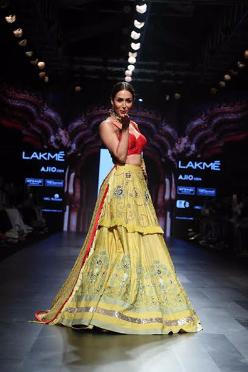 Ravishing Malaika Arora Khan as Showstopper for Divya Reddy