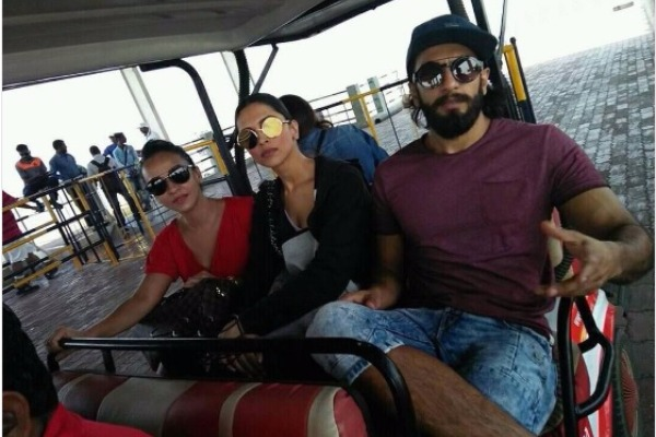 Amid Breakup Rumours, Ranveer Singh And Deepika Padukone Spotted Together!