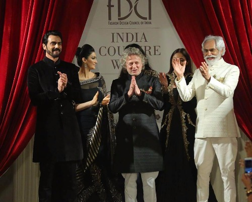 Indian Couture Week 2017 Arjun Rampal Showstopper Rohit Bal