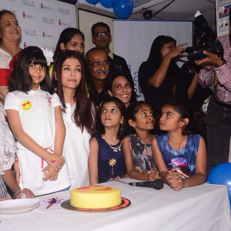 Aishwarya Rai Bachchan Burst Into Tears Lashed Out Shutterbugs