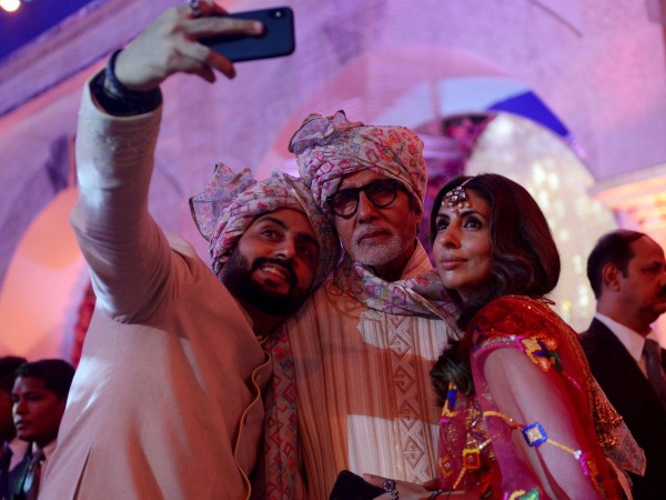 Abhishek Bachchan, Amitabh Bachchan, Shweta at the wedding