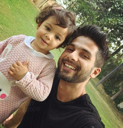 Shahid Kapoor adorable Daughter Misha Painting