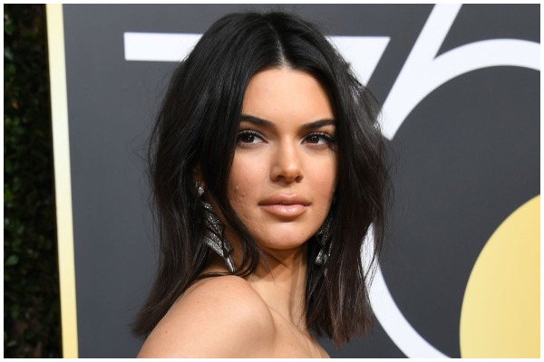 Kendall Jenner Savagely Replies To Tweet About Her Golden Globes 2018 Acne