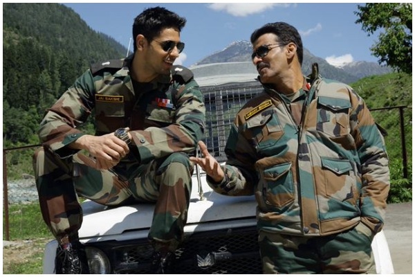 Aiyaary Movie Review Manoj Bajpayee, Sidharth Malhotra