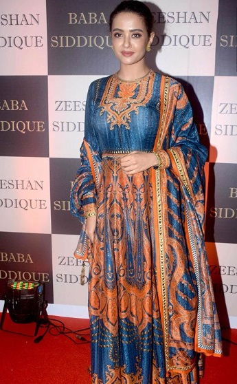 Surveen Chawla at Baba Siddique's Iftar Party