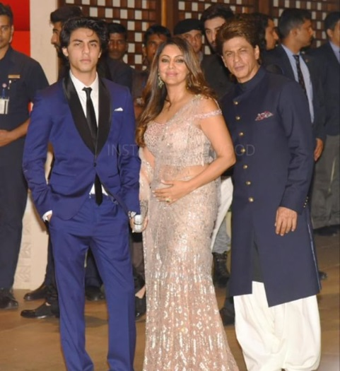 SRK, Gauri Khan, Aaryan Khan at