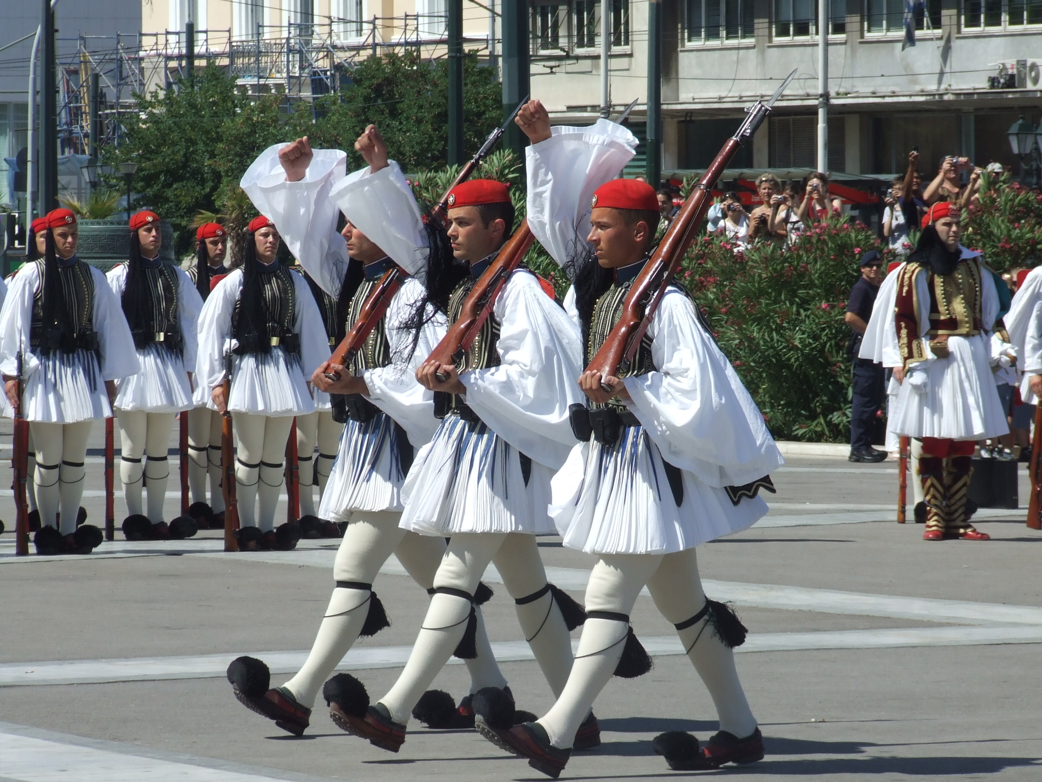 Bilderesultat for military uniforms around the world