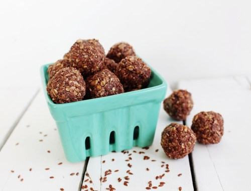 Learn how to make these yummy seed energy balls with this easy peasy recipe. Chia seeds, oats, peanut butter and more...delicious!
