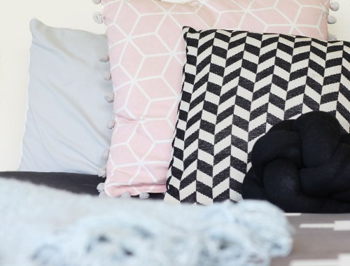 Try this easy knotty cushion tutorial and follow the steps on the video! A cute and fun home decor project.