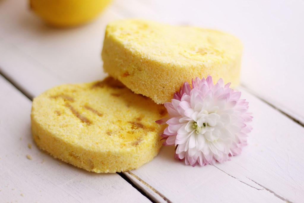 Learn how to make this fun and super yummy lemon bath bomb. A perfect handmade gift for Christmas or birthdays!