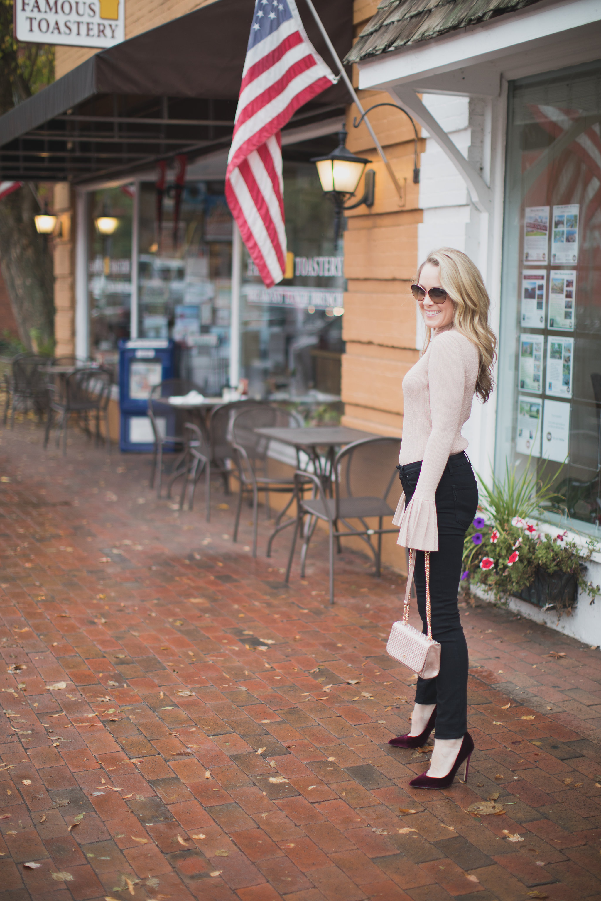 Today I am shopping with IFCHIC one of my go-to online stores. Stop by to see the perfect holiday sweater as well as my top IFCHIC picks for November. - Shopping with IFCHIC by North Carolina fashion blogger Every Chic Way