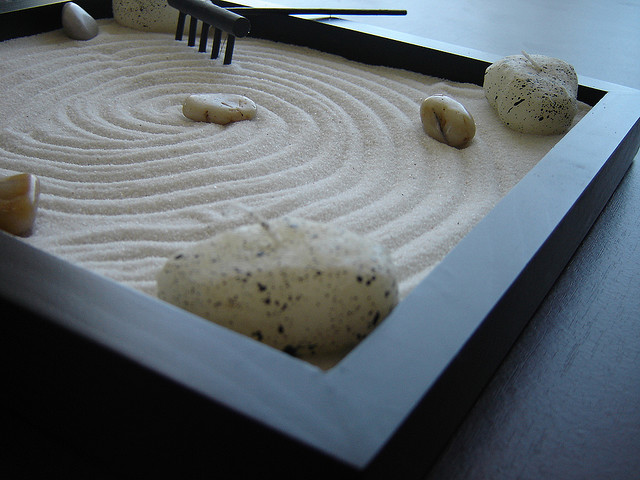 zen garten miniatur selber machen mini zen garten selber machen anleitung und bilder zen. Black Bedroom Furniture Sets. Home Design Ideas
