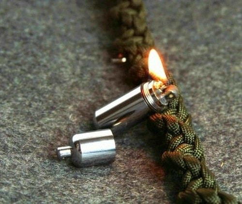 Food Survival Guide For The Wild - Bolton Keychain Waterproof Fire Starter
