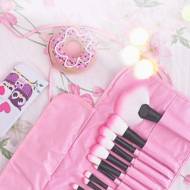 New #makeupbrushes from #aliexpress  it's a pinky pinky world  non scordatevi del lancio del #makeupgiveaway estivo di domani!!! Mi raccomando, se volete aggiornamenti seguitemi qui su Instagram a nome @francescagiagno