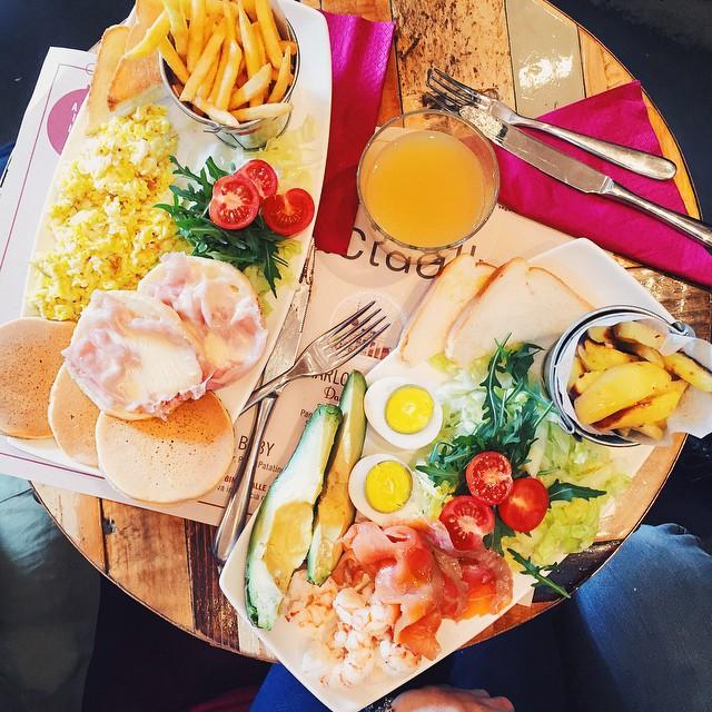 Un brunch colorato è il miglior modo per sfidare la #MFW @micolbonacina team #foodfashionweek