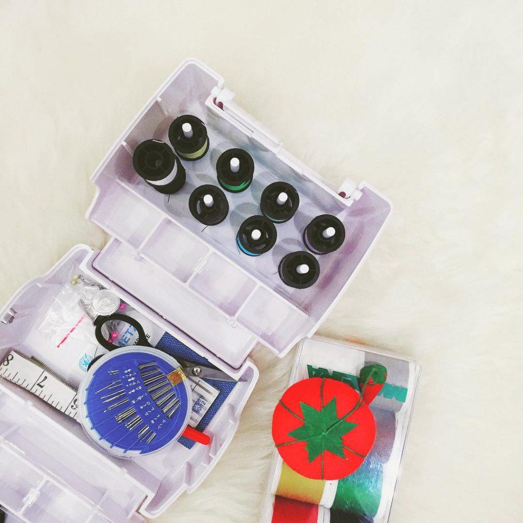 Buongiorno bellissimi!! Qualche giorno fa ho ricevuto un pacchettino davvero interessante con questo mini kit per il cucito super colorato e ho già una piccola idea in mente  siete curiosi? #happyshoptying #bloggeritalia