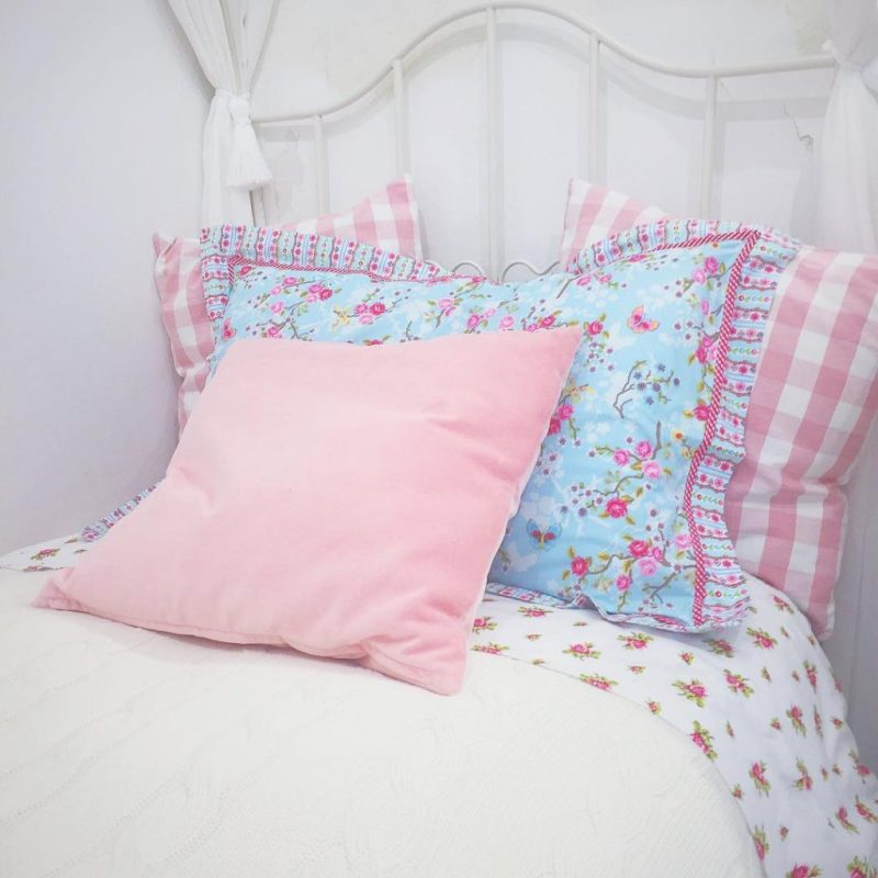 #girlything cioè cambiare le lenzuola! Voi cosa state facendo, bellezze? Io ho finito ora ora di rifarmi il letto con le mie lenzuola preferite di @pipstudiocom e ora mi rimetto a studiare! Sul blog potete trovare la mia proposta makeup per #capodanno2016 baciottoli! #ikea #bedroomdecor #beds #pipstudio #interiorinspiration