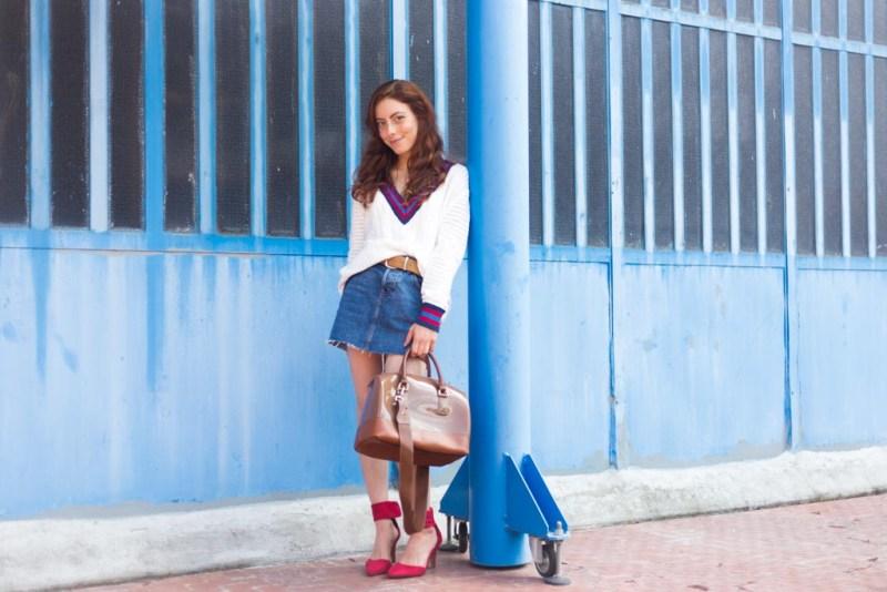outfit da mezza stagione minigonna in jeans