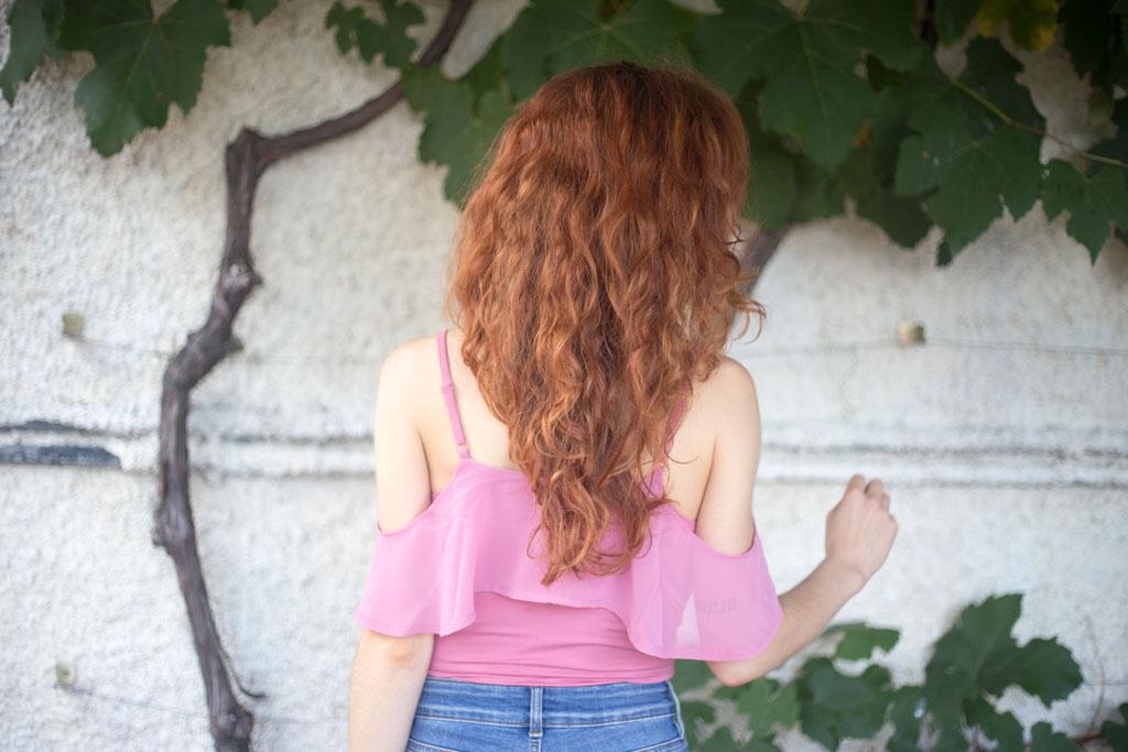 capelli rossi con vesiti rosa