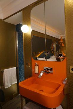 idol hotel camera lavandino