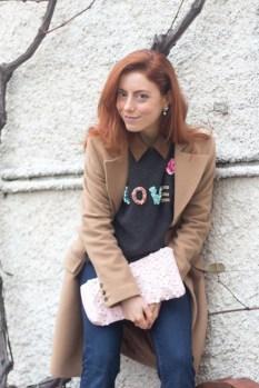 maglione con scritta LOVE-4