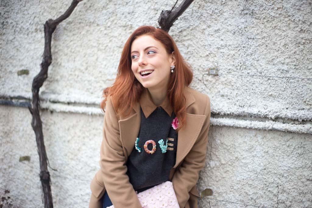 maglione con scritta LOVE-5