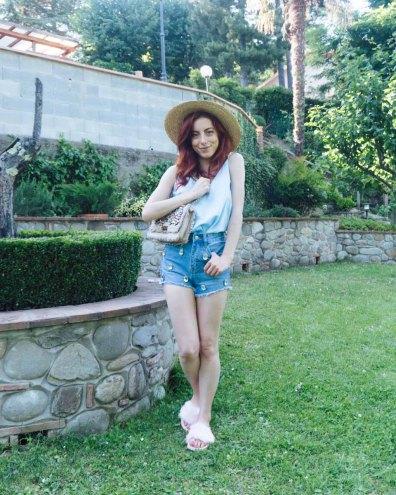 summer lookbook 2018 outfit con ciabatte con pelo