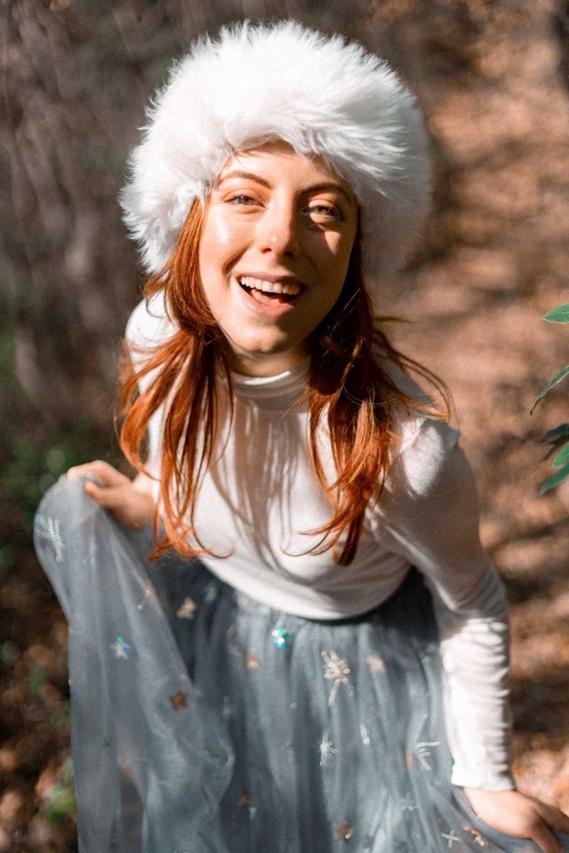 outfit di fine inverno cappello pelliccia