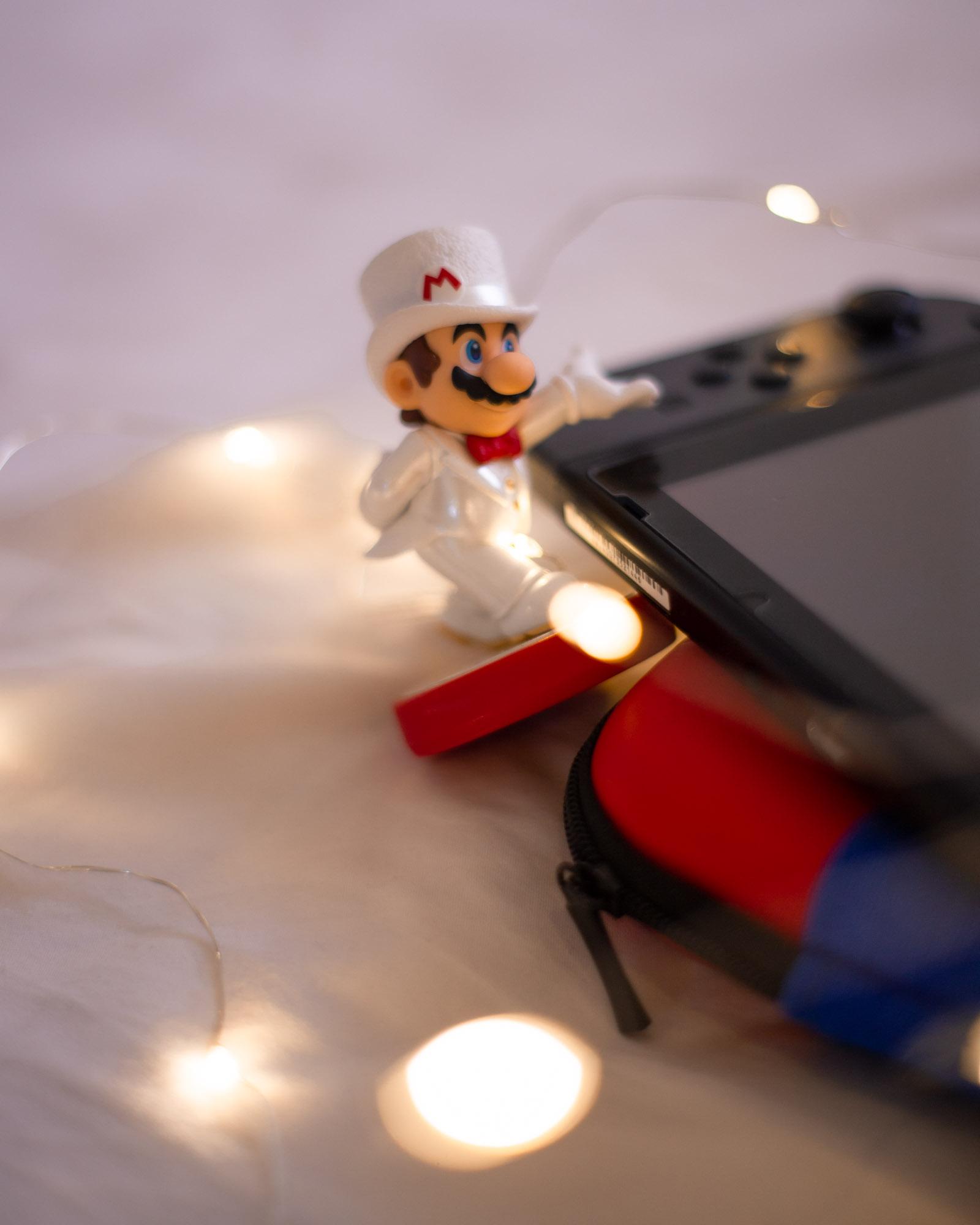 amiibo Super Mario in completo elegante bianco super mario Odyssey