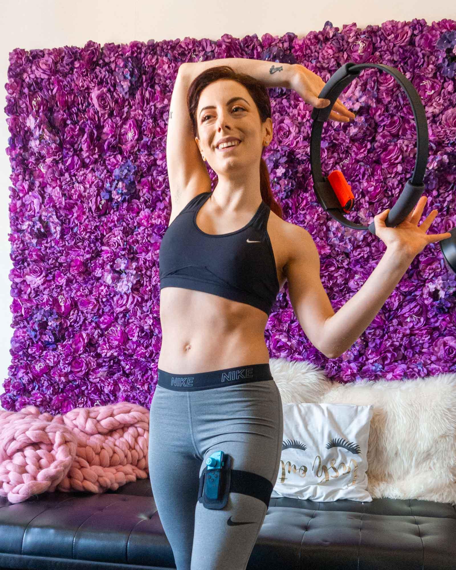 Francesca gioca con ring fit adventure, gioco switch per fare sport in casa