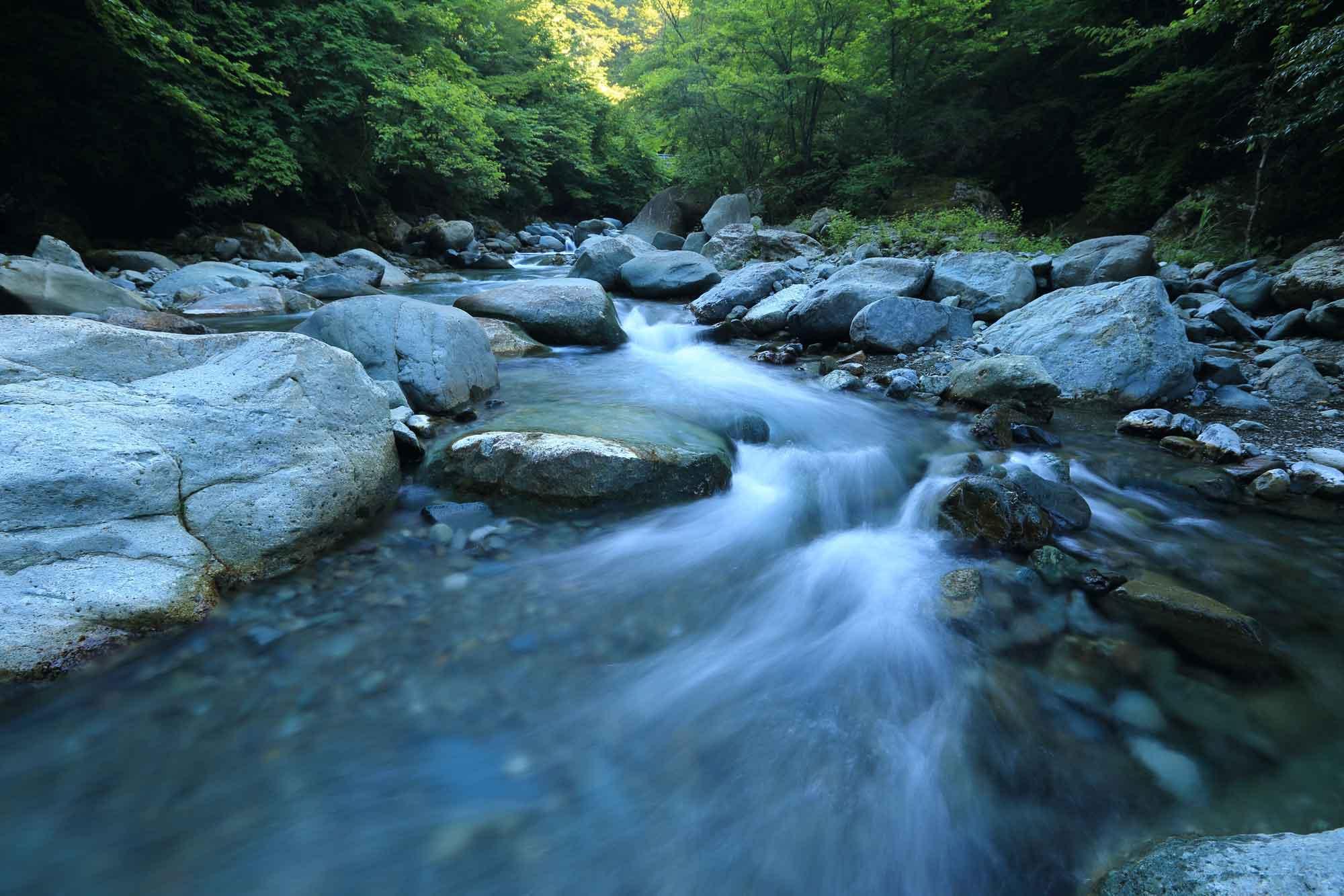 foto artistica con acqua che sembra seta