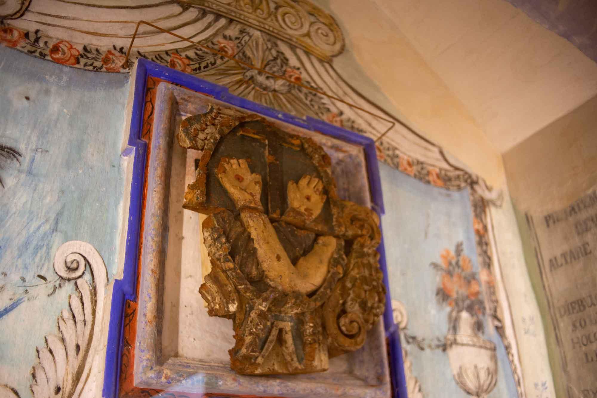 particolare dell'altare antico nel Pollicastro boutique hotel