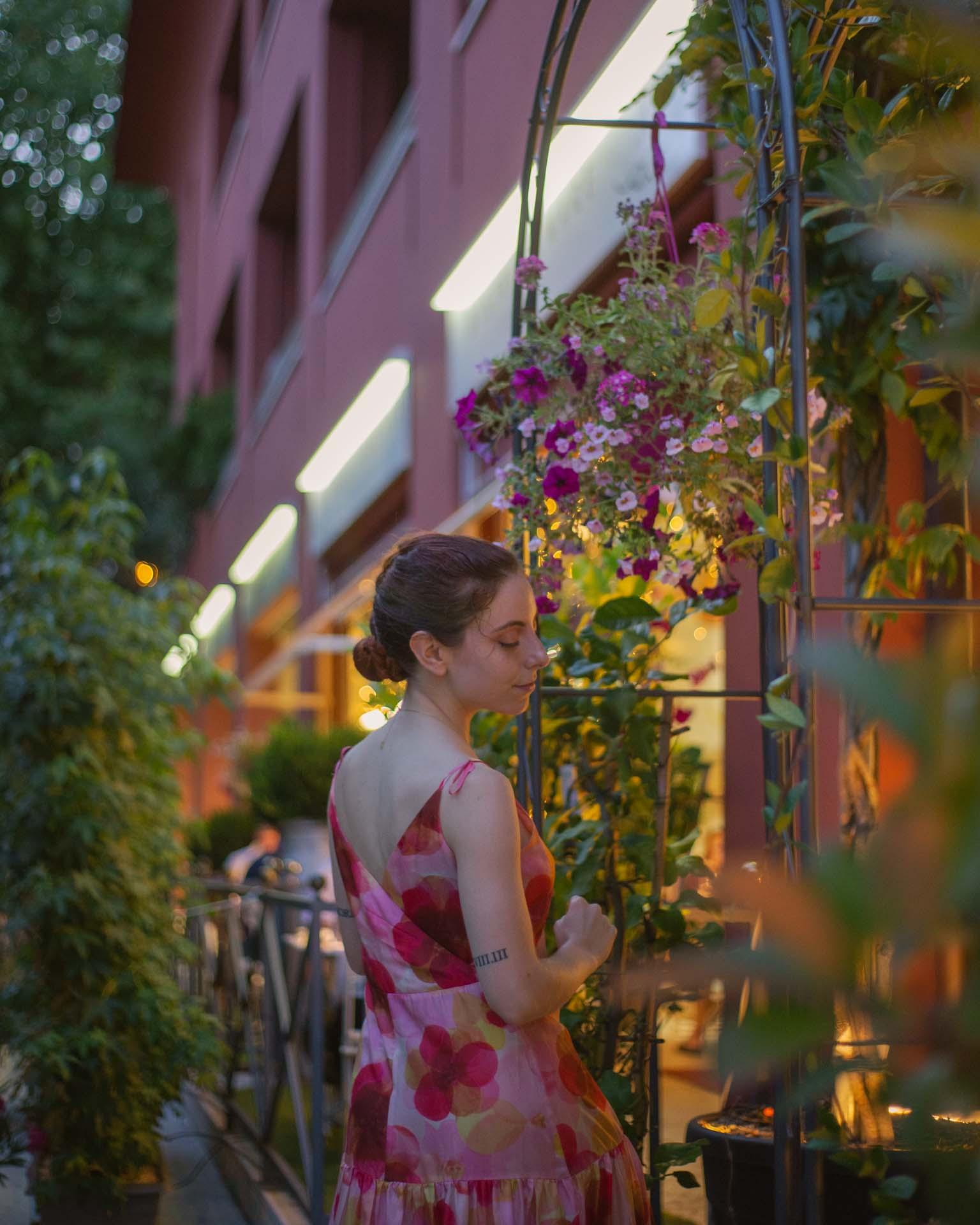 Francesca Giagnorio di fronte a rosso veneziano
