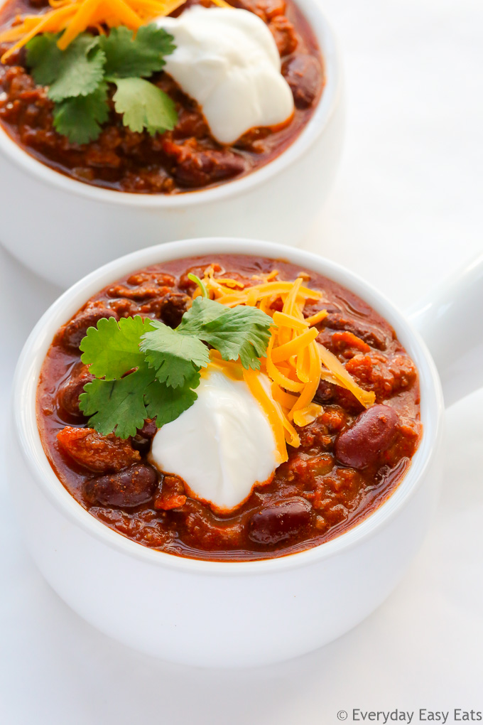 Classic Chili (Chili con Carne) - One-pot hearty beef chili that is ready to eat about 30 minutes! | EverydayEasyEats.com