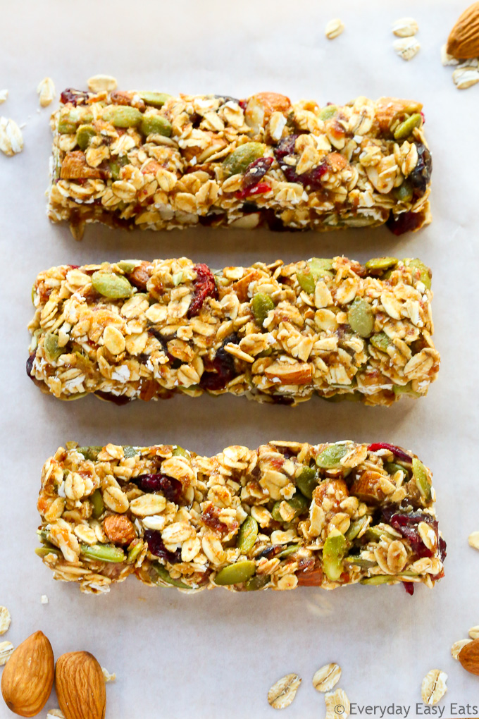 No-bake, 6-ingredient, Healthy Fruit & Nut Granola Bars! | Recipe at EverydayEasyEats.com