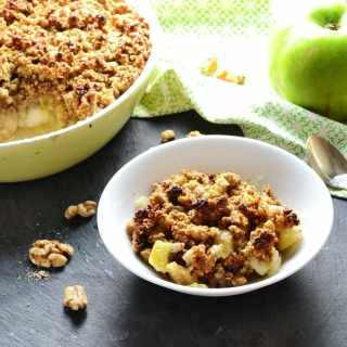 Healthy Apple Crumble with Walnuts and Ginger