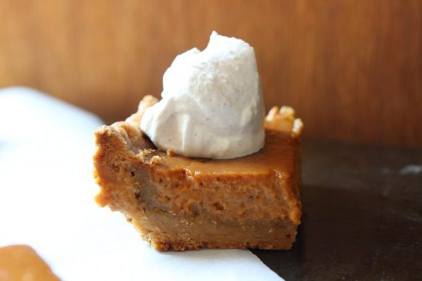 Pumpkin pie like squares with just the right amount of spice, topped upon a crust that resembles the flavors of a sugar cookie, these pumpkin spice squares are perfect! | EverydayMadeFresh.com