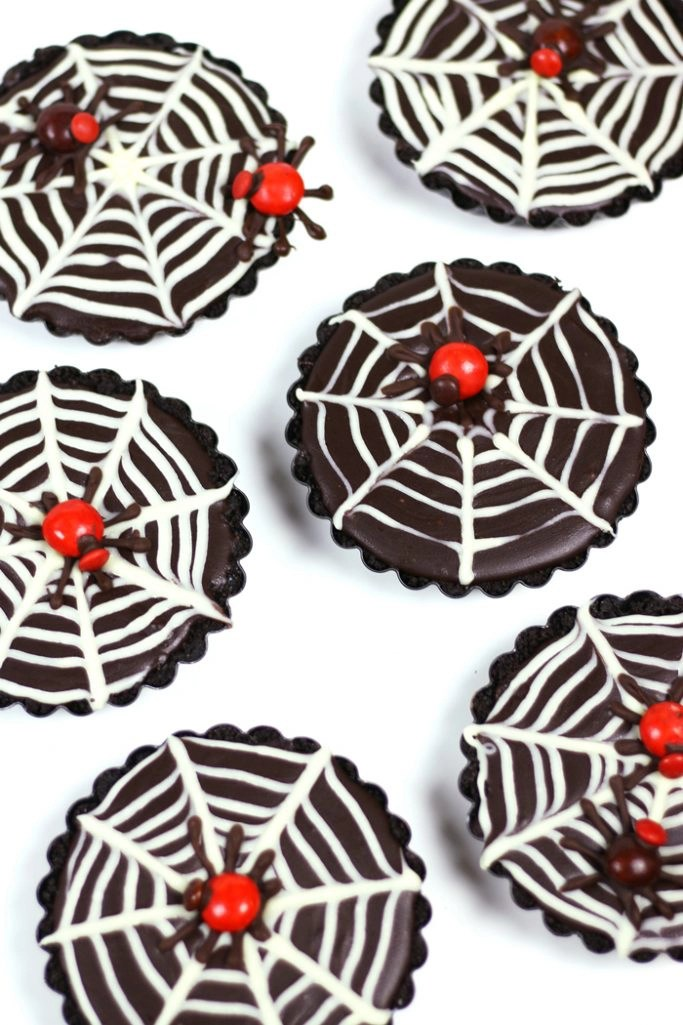 Mini Chocolate Ganache Spiderweb Tarts | FeastandWest.com