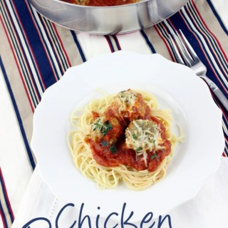 Love Chicken Parm, but hate the length of time it takes to make, and the mess it creates? These Chicken Parmesan Meatballs are the answer! Simple, quick, and oh so tasty!   EverydayMadeFresh.com