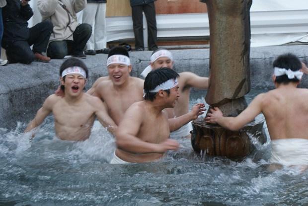 Saidai-ji Eyo Hadaka Matsuri by Jere Samuli Perttula (CC BY 2.0)