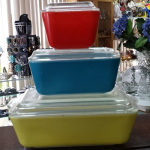 Cookware & Bakeware 7 Things College Students Should Buy at Thrift Stores