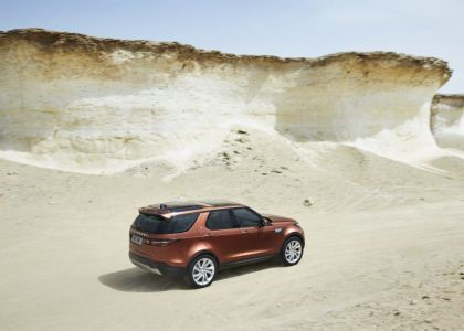 Everyman Driver: The Seven Wonders of 2017 Land Rover Discovery, Dave Erickson