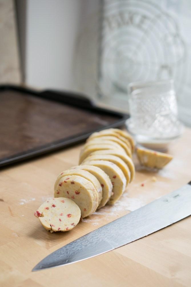 Strawberry Shortbread Biscuits-3