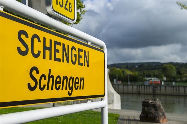 Schengen Visa Calculator to Calculate Days in Europe